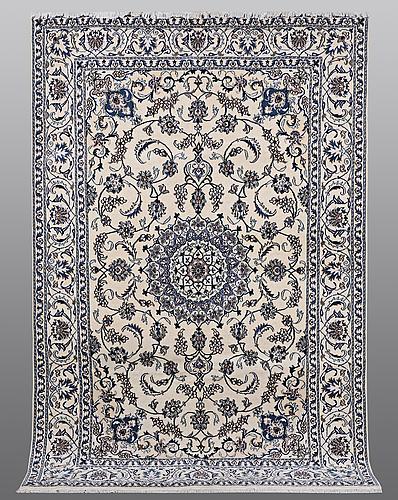 A carpet nain, part silk, ca 290 x 196 cm.