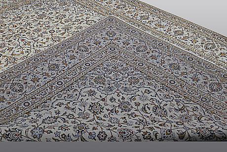 A carpet, kashan, ca 393 x 288 cm.