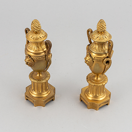 A pair of bronze empire style casolettes from around the year 1900.