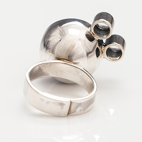 Elis kauppi, a sterling silver ring with synthetic spinelles. kupittaan kulta, turku, later half of the 20th century.