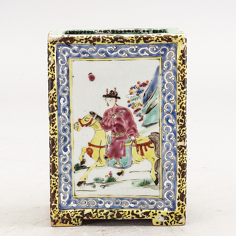 A chinese 19th century porcelain pen holder.