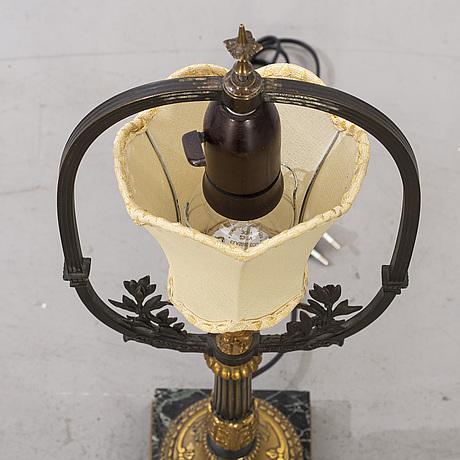 Bordslampa empirestil 1900-talets första hälft.