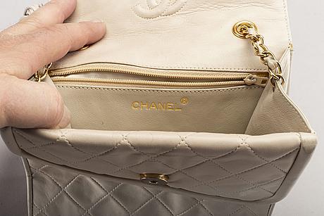 Chanel, axelremsväska.
