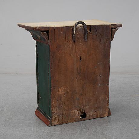 Hängskåp, allmoge, 1800-tal.