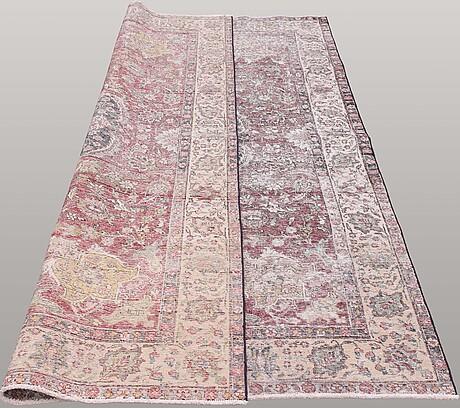 A carpet, oriental, ca 280 x 195 cm.