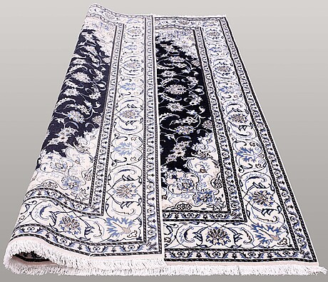 Matta, nain part silk, ca 290 x 202 cm.