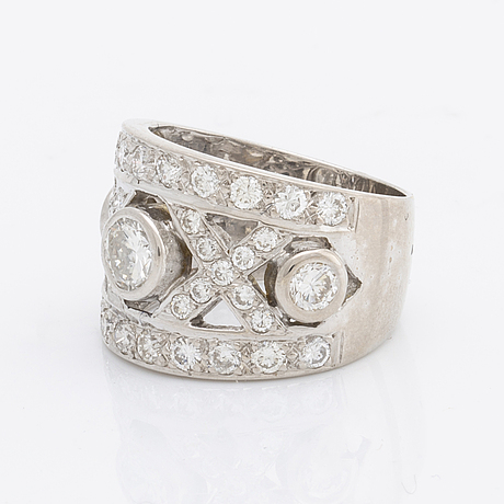 Diamond ring 18k whitegold with brilliant-cut diamonds approx 1,5 ct in total.