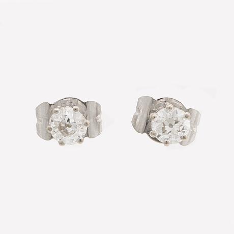 Diamond earrings 14k whitegold 2 old-cut diamonds approx 0,40 ct in total.