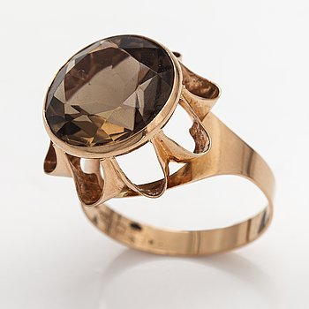 A 14K gold ring with a smoky quartz. Liitola & Koistinen kultasepät, Turku 1976.
