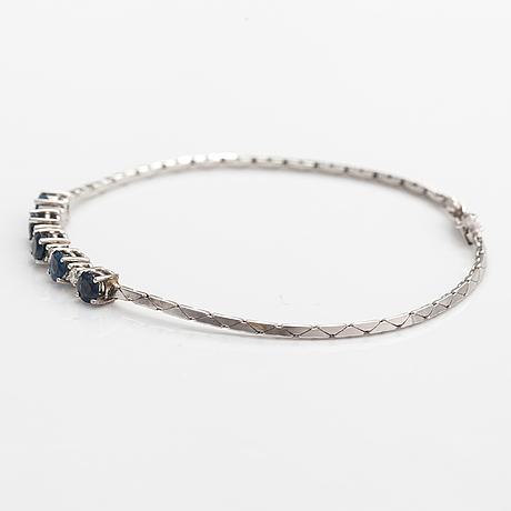 Armband, 14k vitguld, safirer, diamanter ca. 0.20 ct tot enl gravyr.