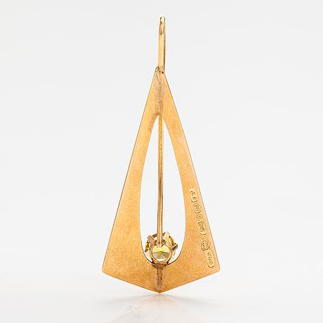 Riipus, 14k kultaa, synteettinen safiiri. pekka aulin, turku 1962.