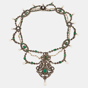 405. A 19th century emerald necklace.