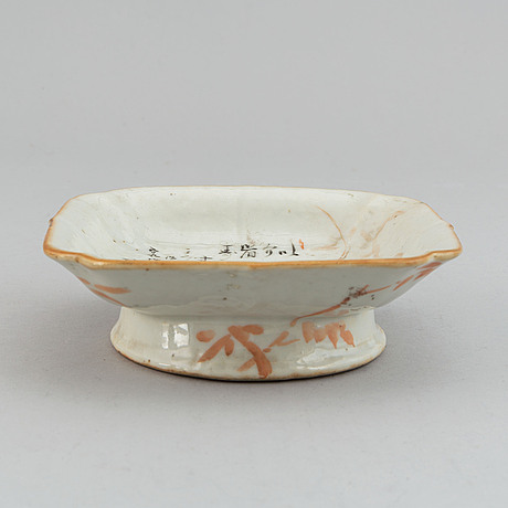 A famille rose footed dish, early 20th century.
