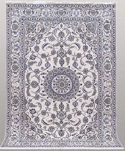 Matto, nain part silk, ca 292 x 198 cm.