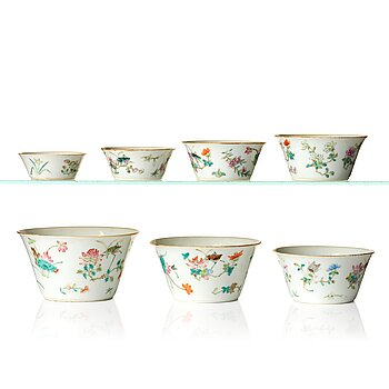 816. A set with seven famille rose bowls, Qing dynasty, 19th Century.