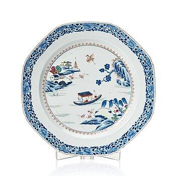 806. A famille rose serving dish, Qing dynasty, Qianlong (1736-95).