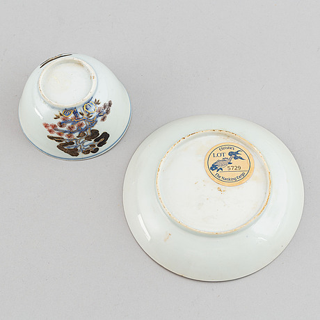 A ship wreck tea cup with stand, qing dynasty, 18th century.