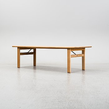 Børge Mogensen, an oak model 262 coffee table for Fredericia Stolefabrik.