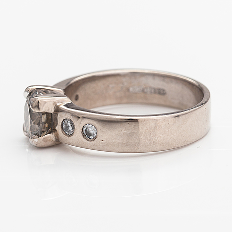 A 14k white gold ring with diamonds ca. 1.49 ct tot. jan böckerman, helsinki 2018.