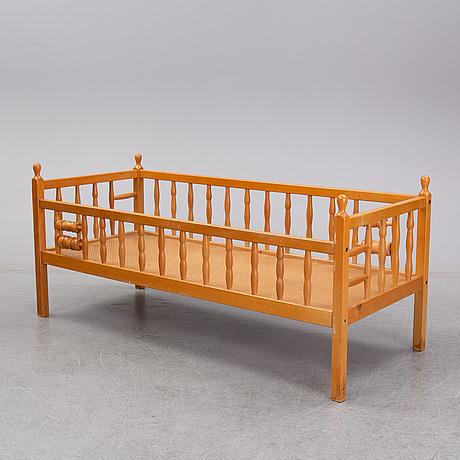 Erik höglund, a beech child's bed, boda trä.