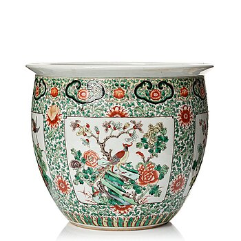 A famille verte basin, late Qing dynasty, circa 1900.