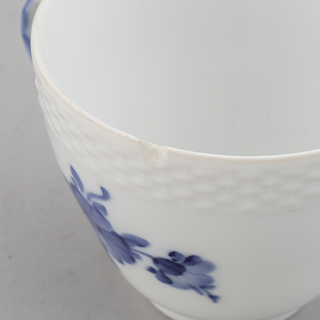 A royal copenhagen 'blå blomst' porcelaine set (47 pc).