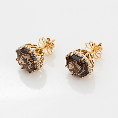 Earrings with smoky quartz and brilliant-cut diamond earrings.