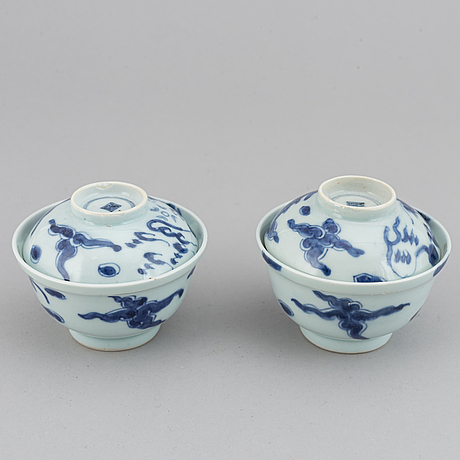 A pair of cups with covers and stand, qing dynasty, 19th century.