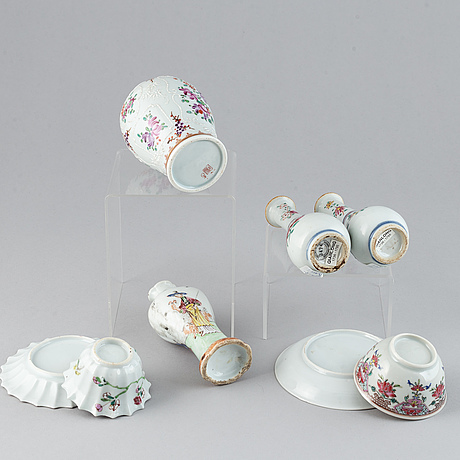 A group of five chinese export porcelain objects, qing dynasty, 18th century.