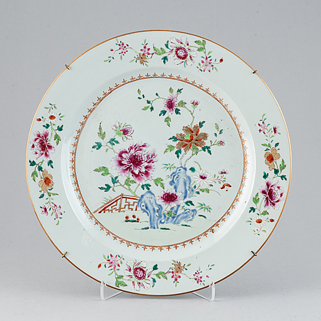 A famille rose serving dish, qing dynasty, qianlong (1736-95).
