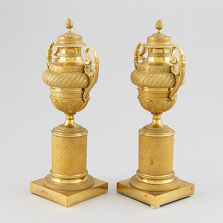 Casoletter, för ett ljus, ett par, förgylld brons, empire 1800-talets början.
