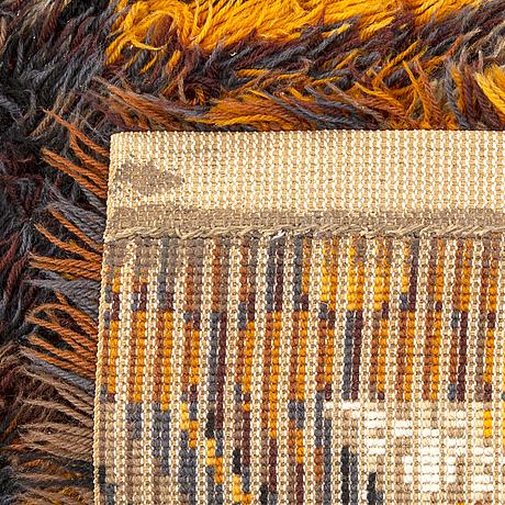 A pair of machine made long pile rugs ca 190 x 137 cm each.