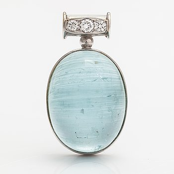 An 18K white gold pendant with diamonds ca. 0.35 ct in total and an aquamarine ca. 52 ct.