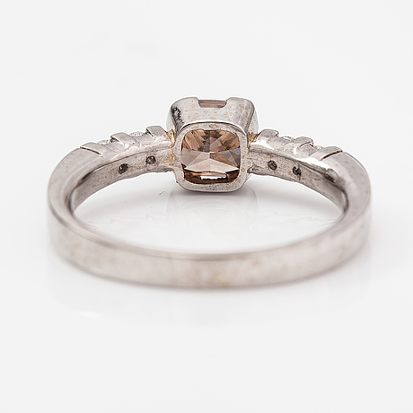 Ring, 14k vitguld, diamanter ca 1.14 ct tot. kultakeskus, 2004.