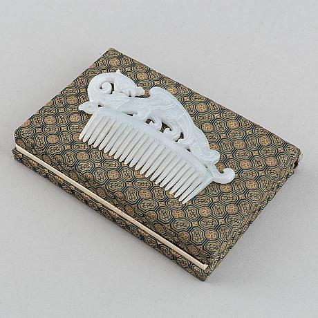 A nephrite comb, china, 20th century.