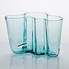Alvar aalto, a '9750' vase karhula glassworks in production 1937-1949. finland.