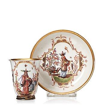 302. Kopp med fat, porslin. Meissen, 1730/40-tal.