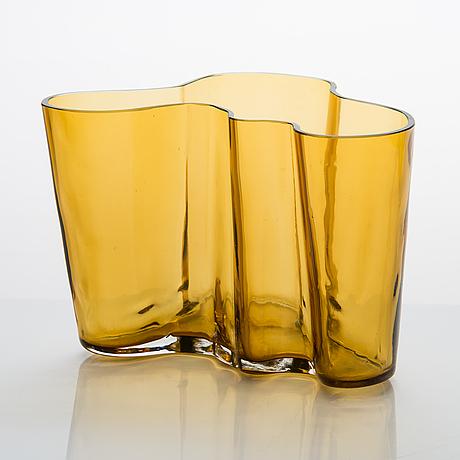 Alvar aalto, a '9750' vase karhula glassworks 1937-1949. finland.