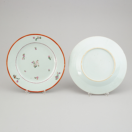 A set of 22 famille rose dinner plates, qing dynasty, qianlong (1736-95).