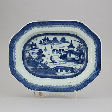 A blue and white tureen stand, qing dynasty, 19th century.