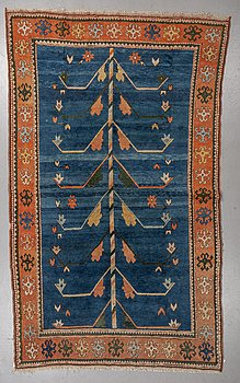 A carpet, an Oriental, ca 302-307 x 181,5-194 cm (as well as 1-2 cm flat weave at the ends).