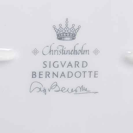 "Sigvard bernadotte, tableware, 52 parts, ""marianne royal blue"", millennium series christineholm/fyrklövern, sweden 2000."