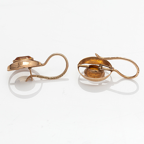 A pair of 14k gold earrings with synthetic yellow sapphires. pekka ilmari aulin, turku 1964.