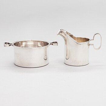 Bertel Gardberg, A silver sugar bowl and cream jug, maker's mark Gardberg, Kultateollisuus oy, Turku 1964.