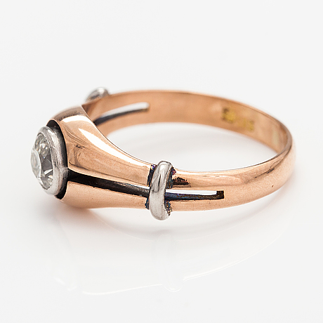 A 14k gold ring with a ca. 0.66 ct old-cut diamond.