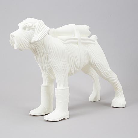 William sweetlove, sculpture, plastic, 2019, signed 35/200.