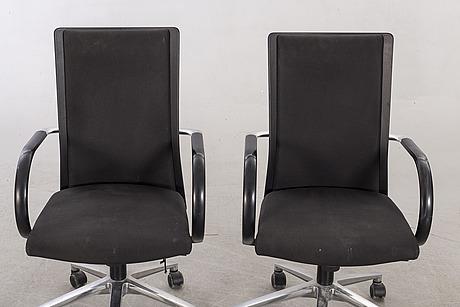 """Skrivbordsstolar, 2 st, """"flow"""" design burkhard vogtherr,  för fritz hansen."""