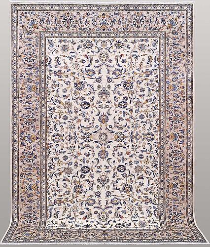 A carpet, keshan, 292 x 197 cm.