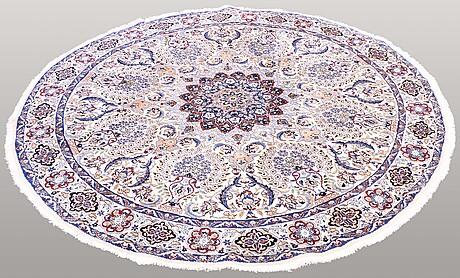 A round carpet, nain, part silk, s.k 9laa, diameter 205 cm.