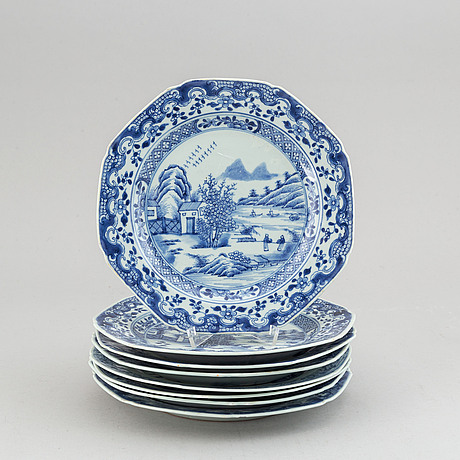 A set of 8 blue and white dinner plates, qing dynasty, qianlong (1736-95).